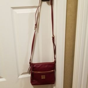 Dooney bourke red/wine pebbled leather crossbody